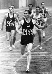 Peter Snell wins the 800m at the 1964 Tokyo Olympics.